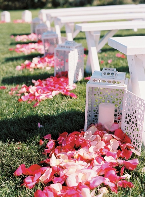 Picture of romantic wedding aisle petals decor ideas for Aisle decoration ideas for wedding