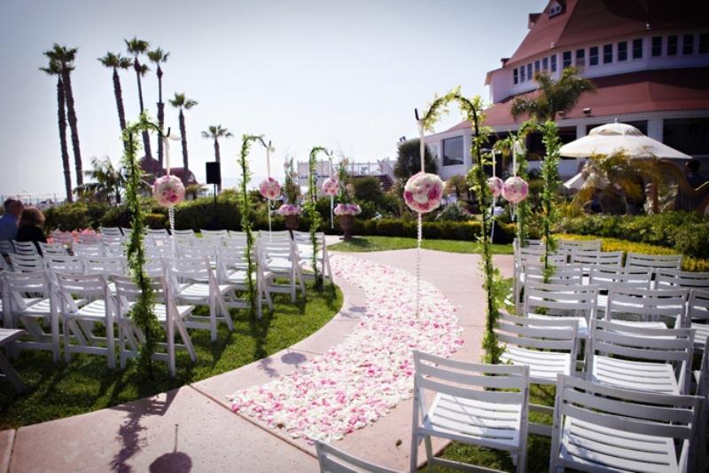 Romantic Wedding Aisle Petals Decor Ideas