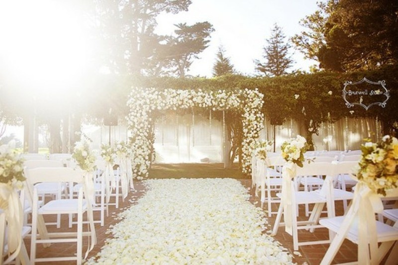 Spring wedding ideas and themes