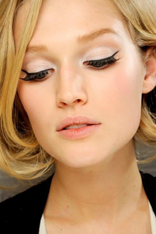 Striking And Sexy Cat Eye Makeup Ideas For A Bride