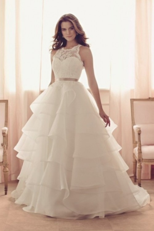 a sleeveless A-line wedding dress with a layered skirt, a lace bodice and a silver belt