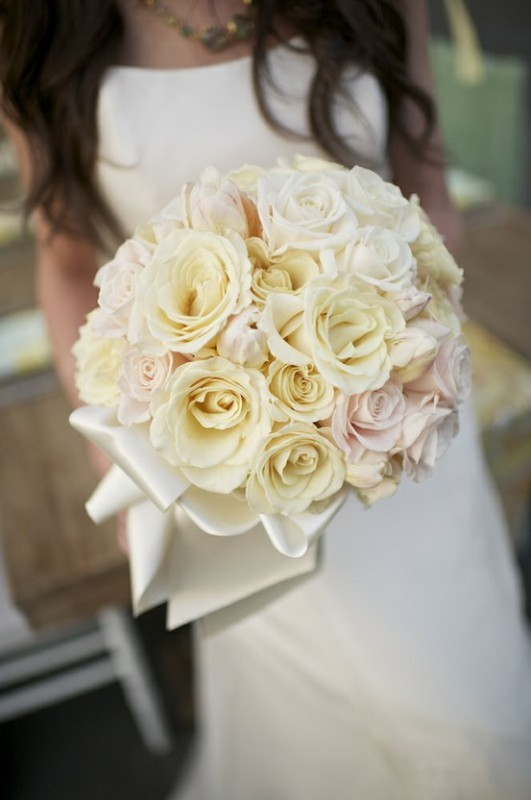 a bouquet made of neutral and blush roses is classics for a spring or summer wedding