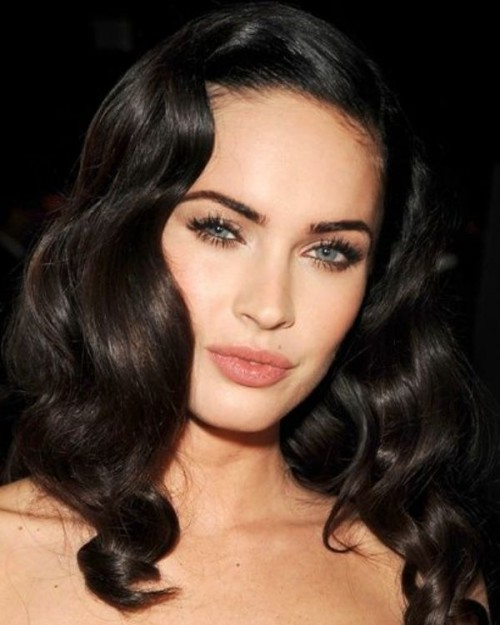 vintage waves on long dark hair look very chic and elegant and match many outfits