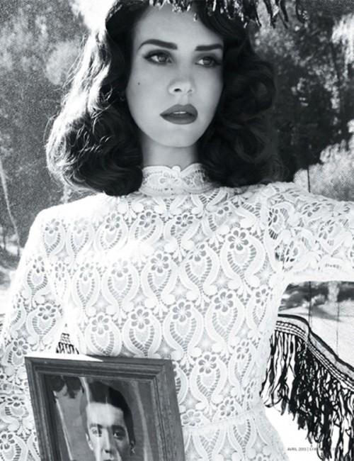 dark vintage curls on medium length hair is one of the favorites of Lana del Rey