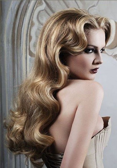 very long blonde vintage waves will make your look very refined and very chic