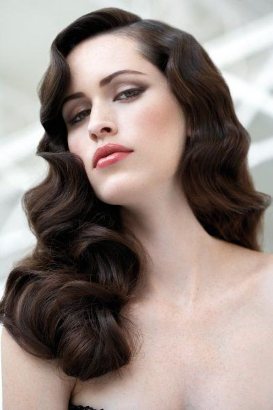 long luxurious vintage waves on chestnut hair is a very chic and exquisite option that will highlight your look