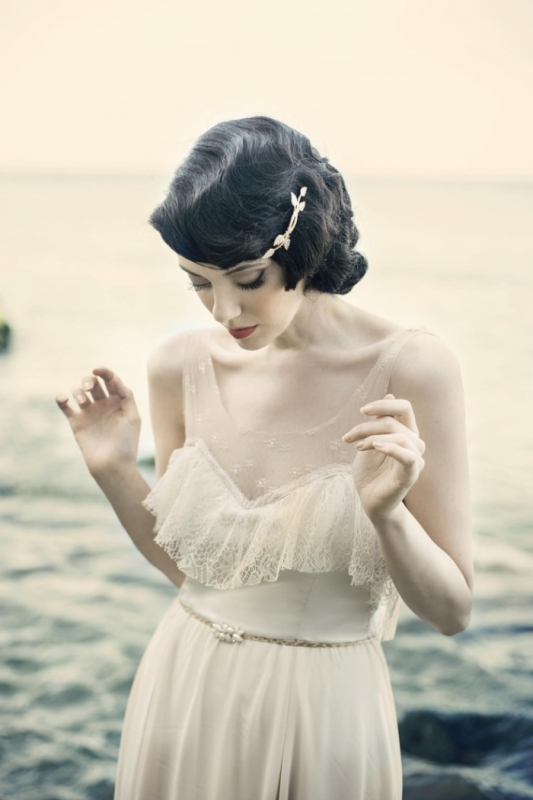 classic Hollywood waves on short dark hair is a great idea that always works for any vintage look