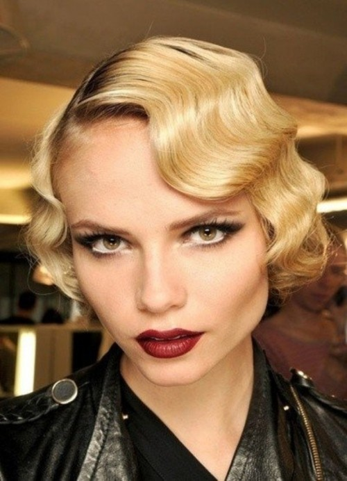 short Hollywood waves on blonde hair is a non-typical addition to an ultra-modern bridal look