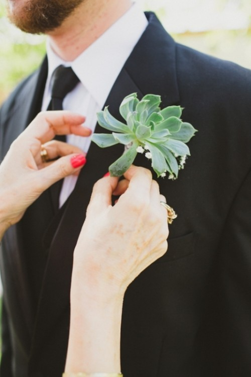 Stylish And Modern Grooms Boutonnieres To Get Inspired