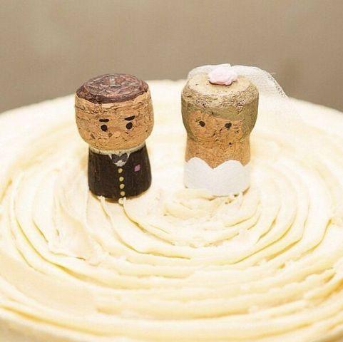 26 unique wine cork wedding d cor ideas weddingomania for Wine cork crafts for weddings