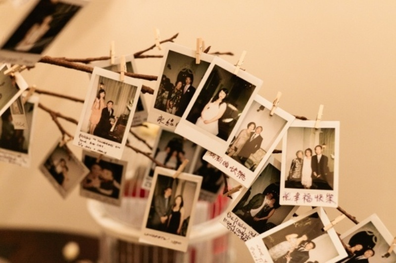 branches with Polaroids is a very cute and chic wedding venue decor idea to try