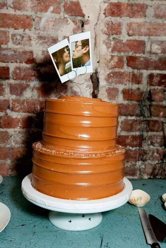 your couple's Polaroids will be fun and cool cake toppers, give them a try