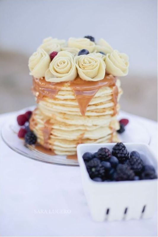 a pancake wedding cake with caramel, fresh berries and white roses is a gorgeous idea for a modern wedding