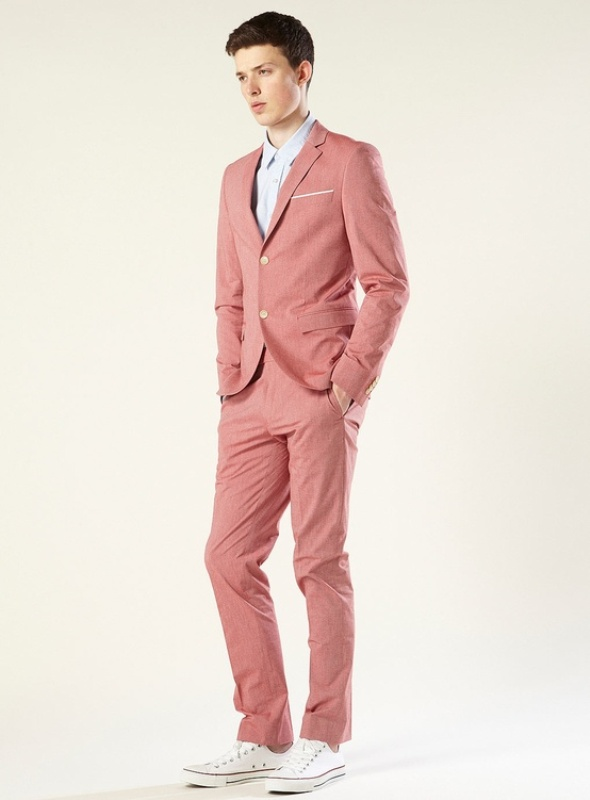 a pink suit, an off white shirt and whiet sneakers for a modern and bright groom's outfit