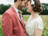 a coral suit, a white shirt and a black tie are an ideal combo for a summer wedding