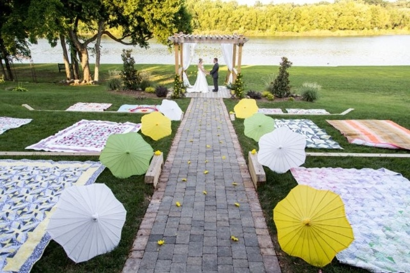Picture Of clever ways to seat your guests at the wedding ceremony  18