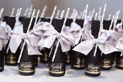 Cool Alternative Wedding Gifts : 27 Coolest Drinkable Wedding Guest Favors - Weddingomania
