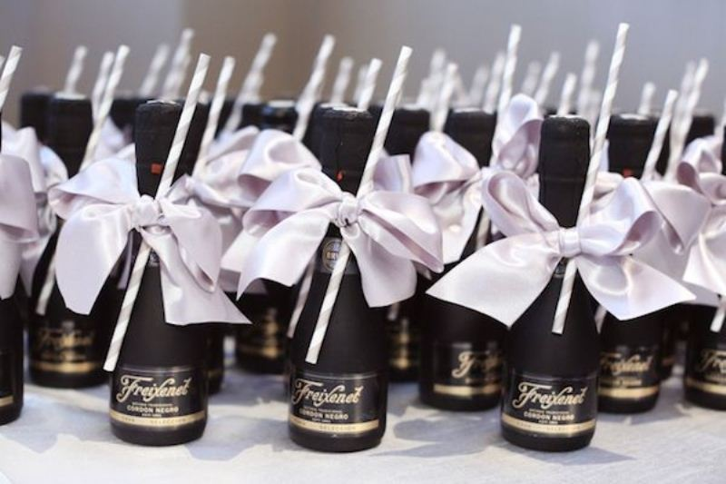 mini champagne bottles with pretty bows are perfect wedding favors for any modern wedding