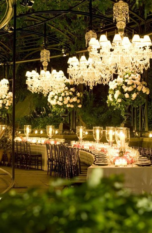 Glamorous Chandeliers Wedding Decor Ideas