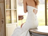 a strapless mermaid plain wedding dress with floral appliques, a cutout heart on the back is a refined and chic idea