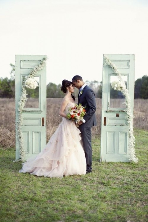 27 Wonderful Wedding Backdrops With Doors