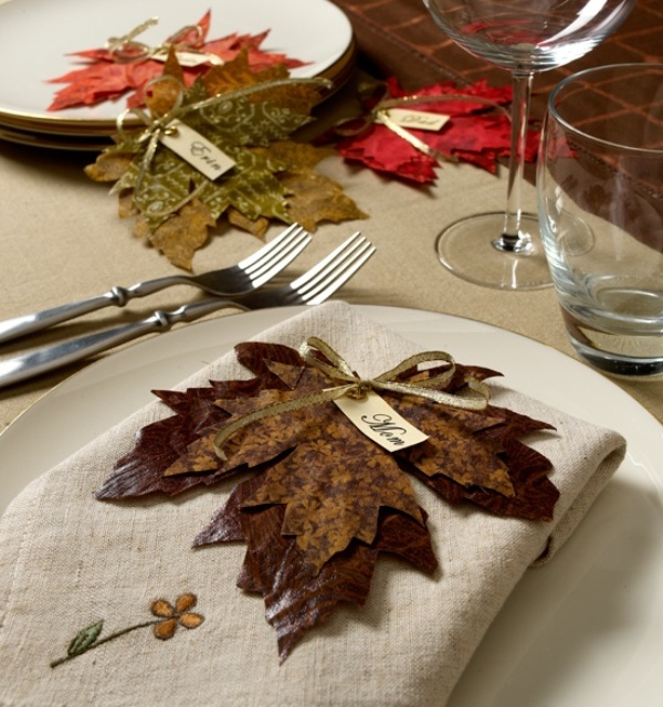 a fall seating card made of several fall leaves attached to each other is a great idea for a fall wedding