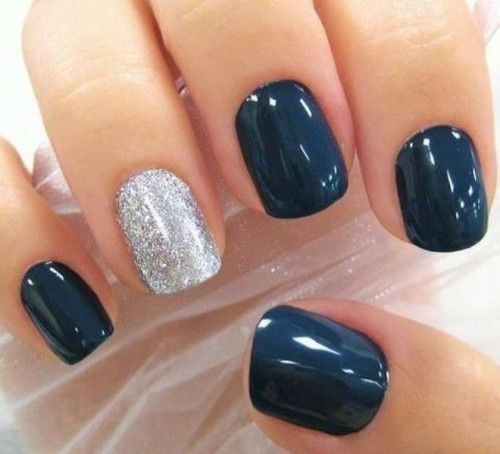 a chic navy and silver manicure is a gorgeous idea for every bride and can be easily DIYed