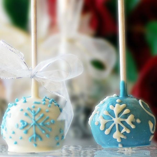 mini blue and white snowflake cake pops are great as wedding favors and will please everyone as they are tasty