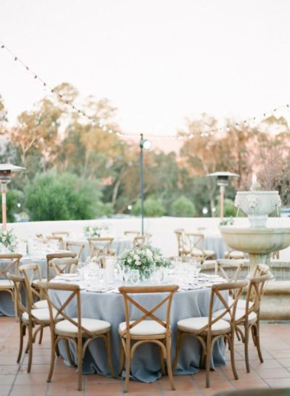 Picture Of awesome backyard wedding tables to get inspired  16