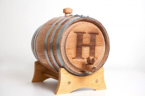 a wooden barrel with some beer inside is a gorgeous gift for every groomsmen, you may also give an empty one