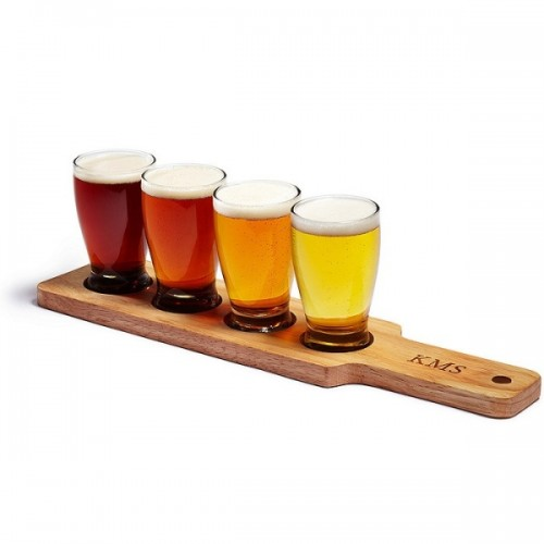 a stand with beer glasses is a lovely idea for groomsmen who enjoy tasting various kinds of beer