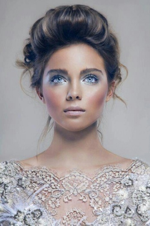 gorgeous ice blue eye shadows and a matching ice blue wedding dress for a beautiful ice queen bridal look