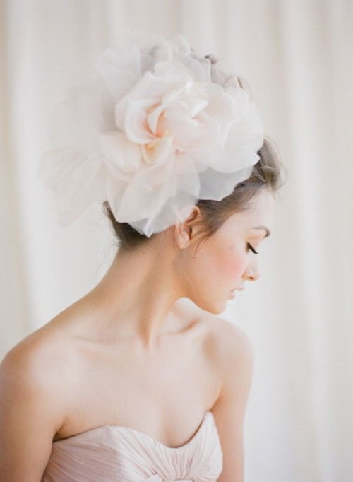 30 Gorgeous Oversized Bridal Hair Flowers Ideas