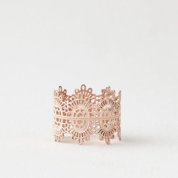 a refined rose gold wedding bracelet reminding of lace is a gorgeous and beautiful idea