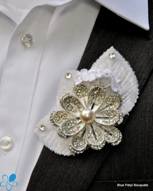Great Ways Of Using Vintage Brooches In Your Wedding