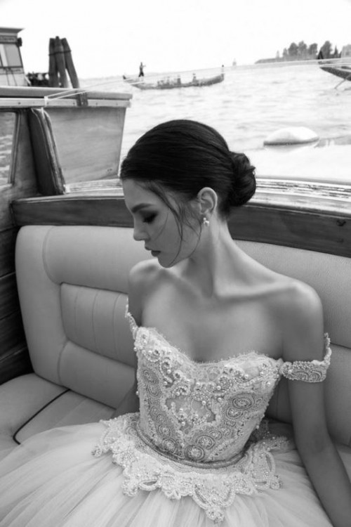 30 Magnificent Off-The-Shoulder Wedding Dresses