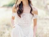 30-magnificent-off-the-shoulder-wedding-dresses-12