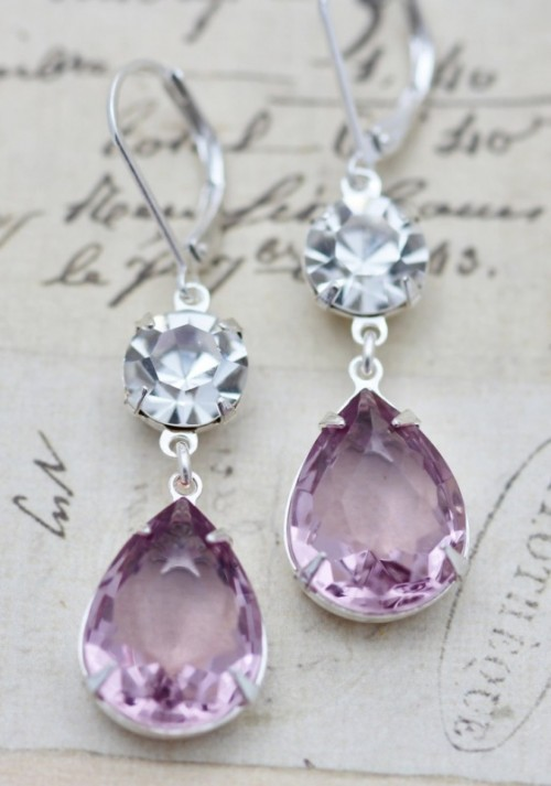 stylish purple wedding earrings for brides and bridesmaids are cool accessories for any wedding