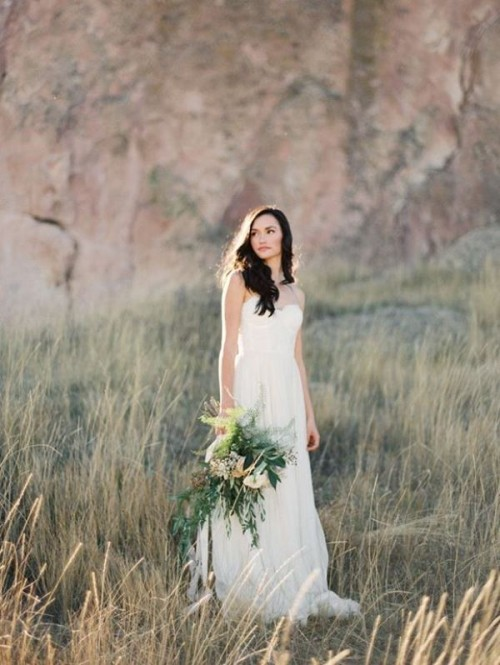 a modern strapless plain wedding dress with a bustier is a stylish idea that always works
