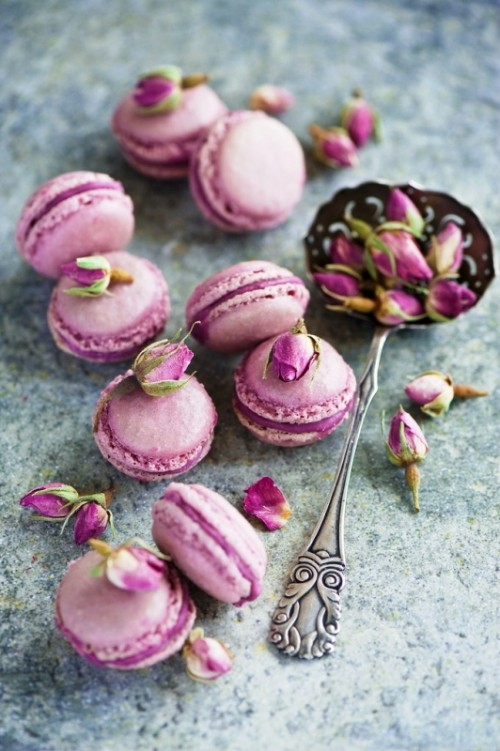 radiant orchid macarons and blooms are amazing for your wedding dessert table