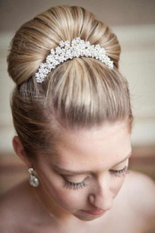 30 Trendy Wedding Hairstyles Ideas With The Top Knot - Weddingomania