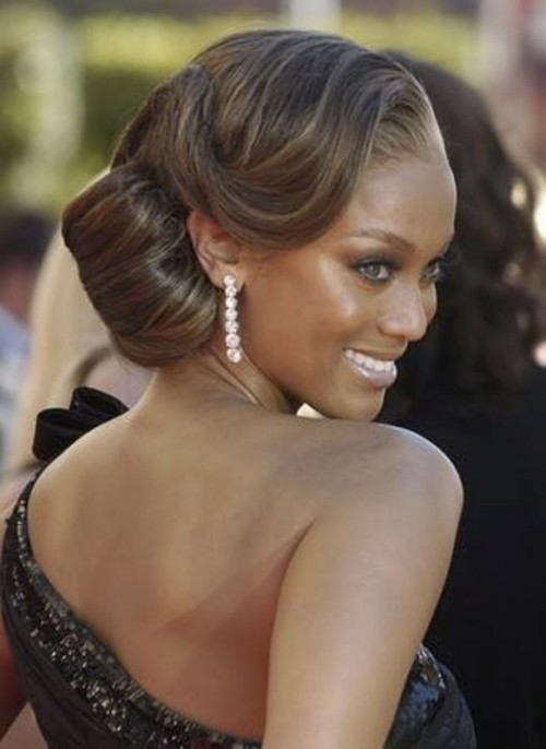 a chic and sleek vintage updo with large waves and a wavy front is a very elegant and gorgeous idea