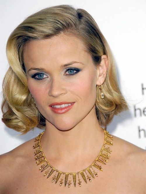 a classic curly hairstyle with a side part on short hair is always a good and chic idea