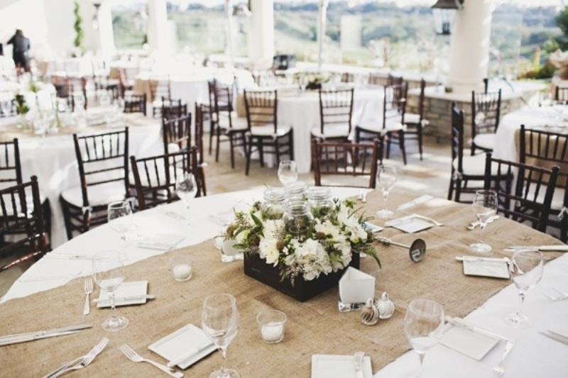 30 Pretty Wedding Table Runner Ideas » Photo 4