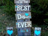 rustic signage done with white and turquoise paints is a cool idea for a country chic celebration