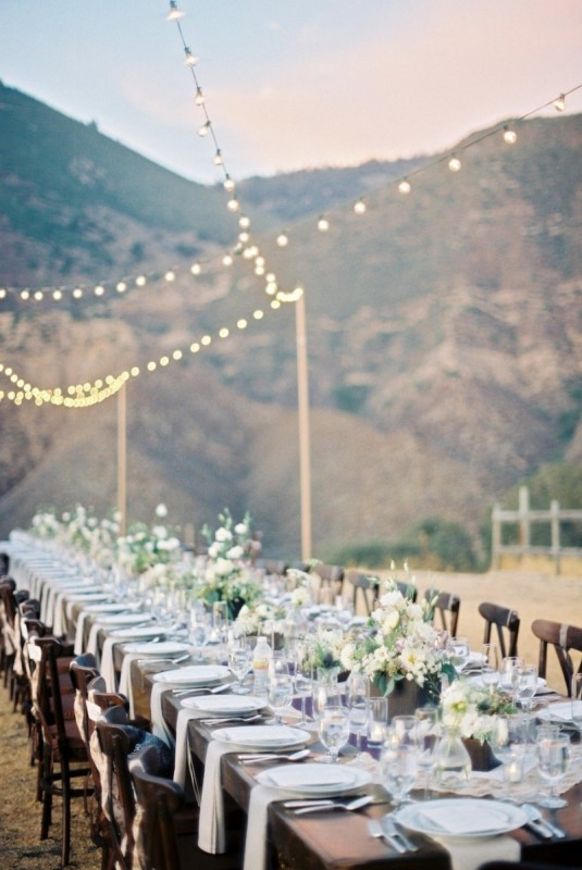 go for a neutral reception space right in the mountains, they will be the main decoration, all natural and cool