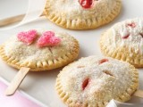 delicious berry pies on sticks are amazing as wedding favors, they can be served as just sweets, too