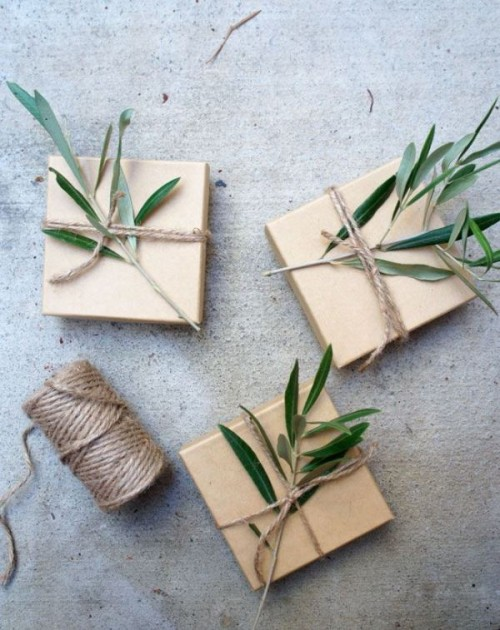 wrap your wedding favors with some kraft paper and olive greenery on top for a cozy and natural look