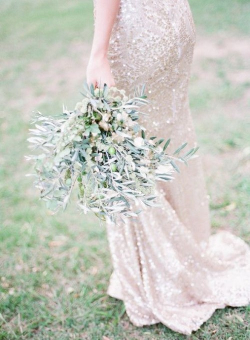 an olive branch wedding bouquet with olives is a cool idea to substitute a usual floral or greenery wedding bouquet