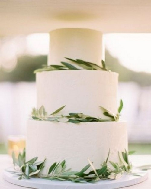 a white wedding cake decorated with olive greenery is a perfect idea for a Tuscany wedding